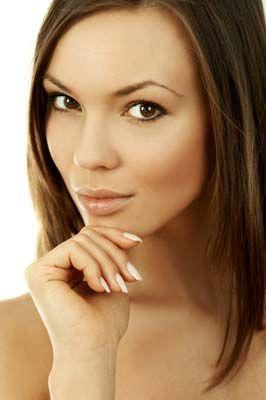 Yüzünüzün şekli ve cilt renginiz:  Makyajda illüzyonlar yaratarak yüzünüzün şeklini, cilt rengini ve yapısını değiştirebilirsiniz.